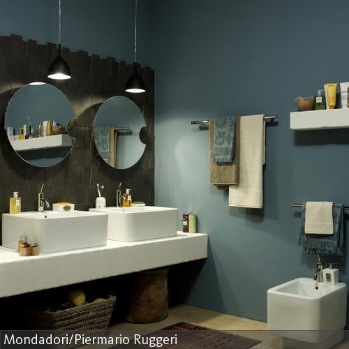 Zwei Waschbecken Mit Runden Spiegeln