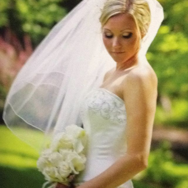 Vale Similar To This Wedding Picture Poses Wedding Dresses One Shoulder Wedding Dress
