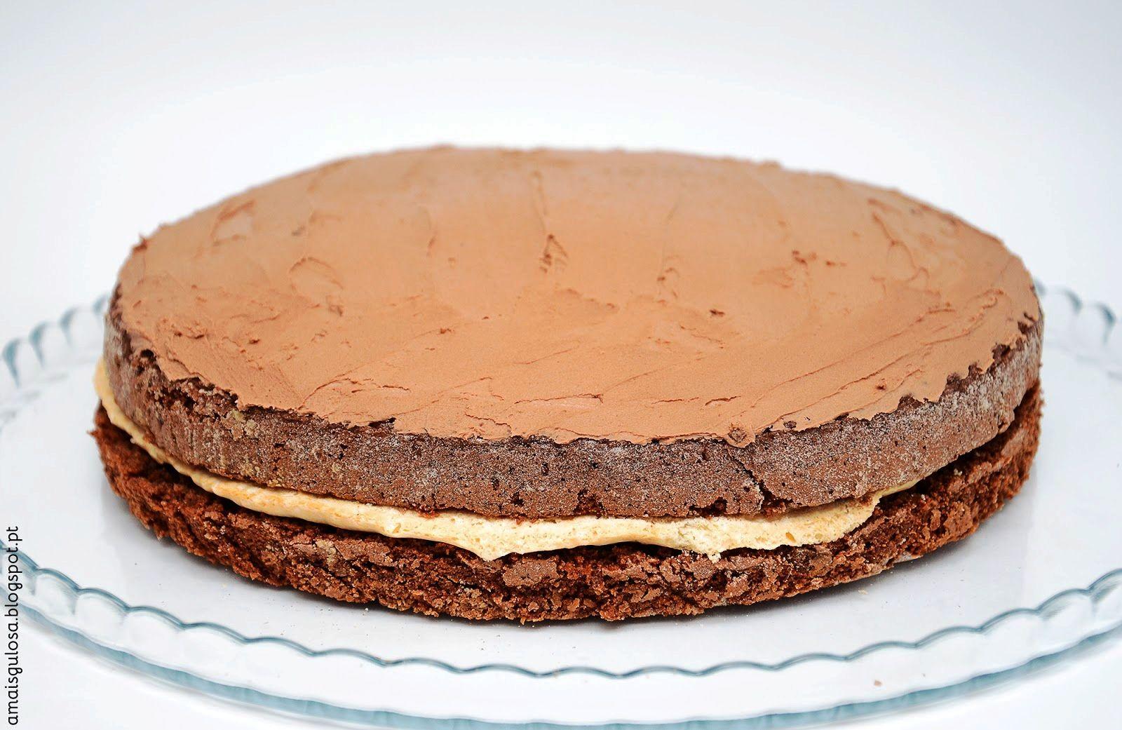 Um bolo com combinações irresistíveis: chocolate e merengue que se derrete na boca. Diferentes sabores e texturas que casam na perfeição