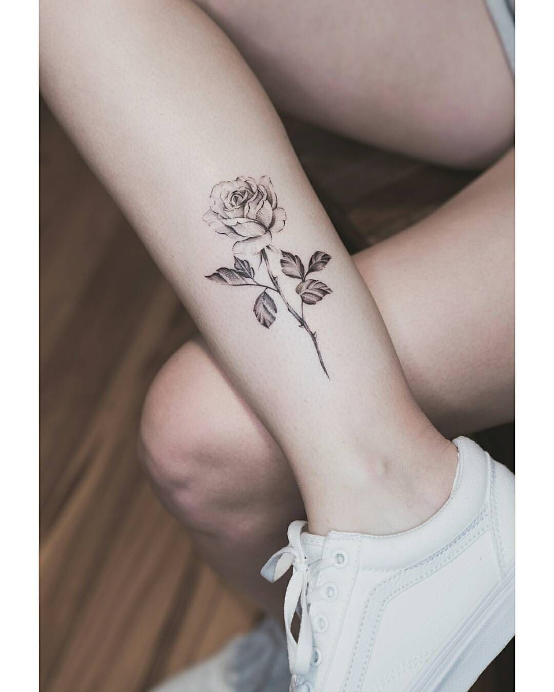 Top 65 Inspiring Tattoo Design Ideas For Girls Howaz Part 24 Small Rose Tattoo Little Rose Tattoos Rose Hand Tattoo