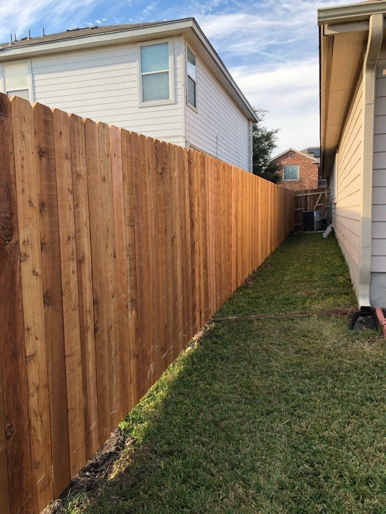 Privacy Fencing 1 X 6 Cedar With Galvanized Steel Posts 3 Rail Frame Residential