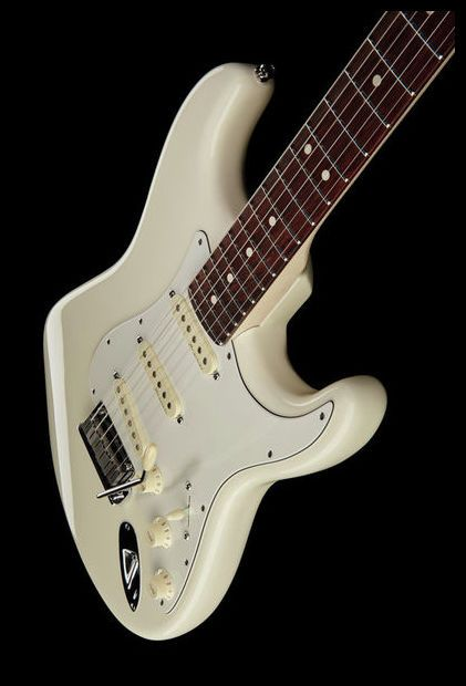 Fender Jeff Beck Strat OW - Thomann - Fender Jeff Beck Strat OW, e-guitar, stratocaster, signature jeff beck NEW MODELL, selected alder, maple neck, thin C shape, rosewood fretboard, 22 medium jumbo frets, scale 648mm, nut width 42,86mm, LSR roller nut, 3x dual-core ceramic noiseless pickups, 2 point american synchronized tremolo with steel saddles, sperzel trim-Lok tuners, colour olympic white