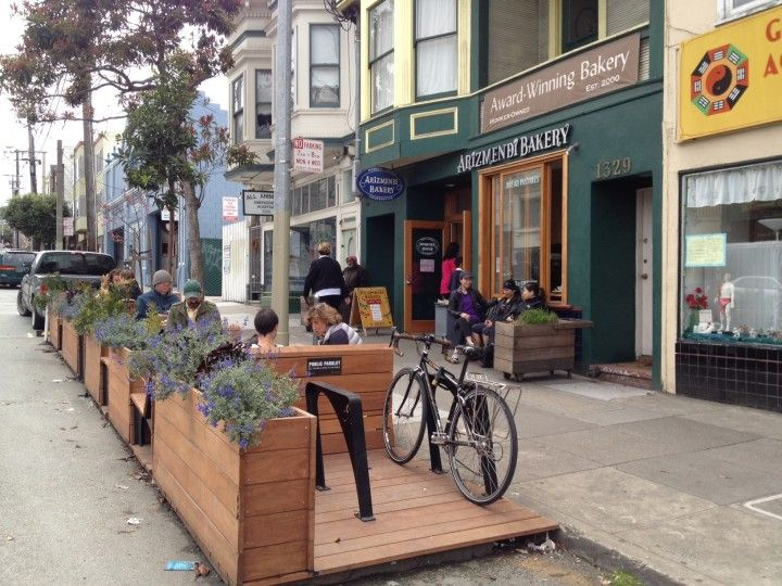 Some parklets have bicycle racks where users can stash their bikes while they enjoy the pop-up public space. Photo: City of Oakland