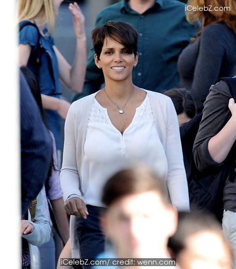 Halle Berry On Set Of New Tv Series New Tv Series Celebrity