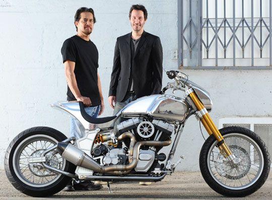 Keanu Reeves lager nå egne motorsykkler som sleges