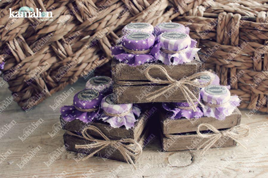 www.kamalion.com.mx - Mesa de Recuerdos / Giveaways / Detalles Personalizados / Vintage / Morado / Purple / Lilac / Mermelada / Jam / Wood / Madera / Kit de Mermeladas / Frascos / Salsas / Jars.