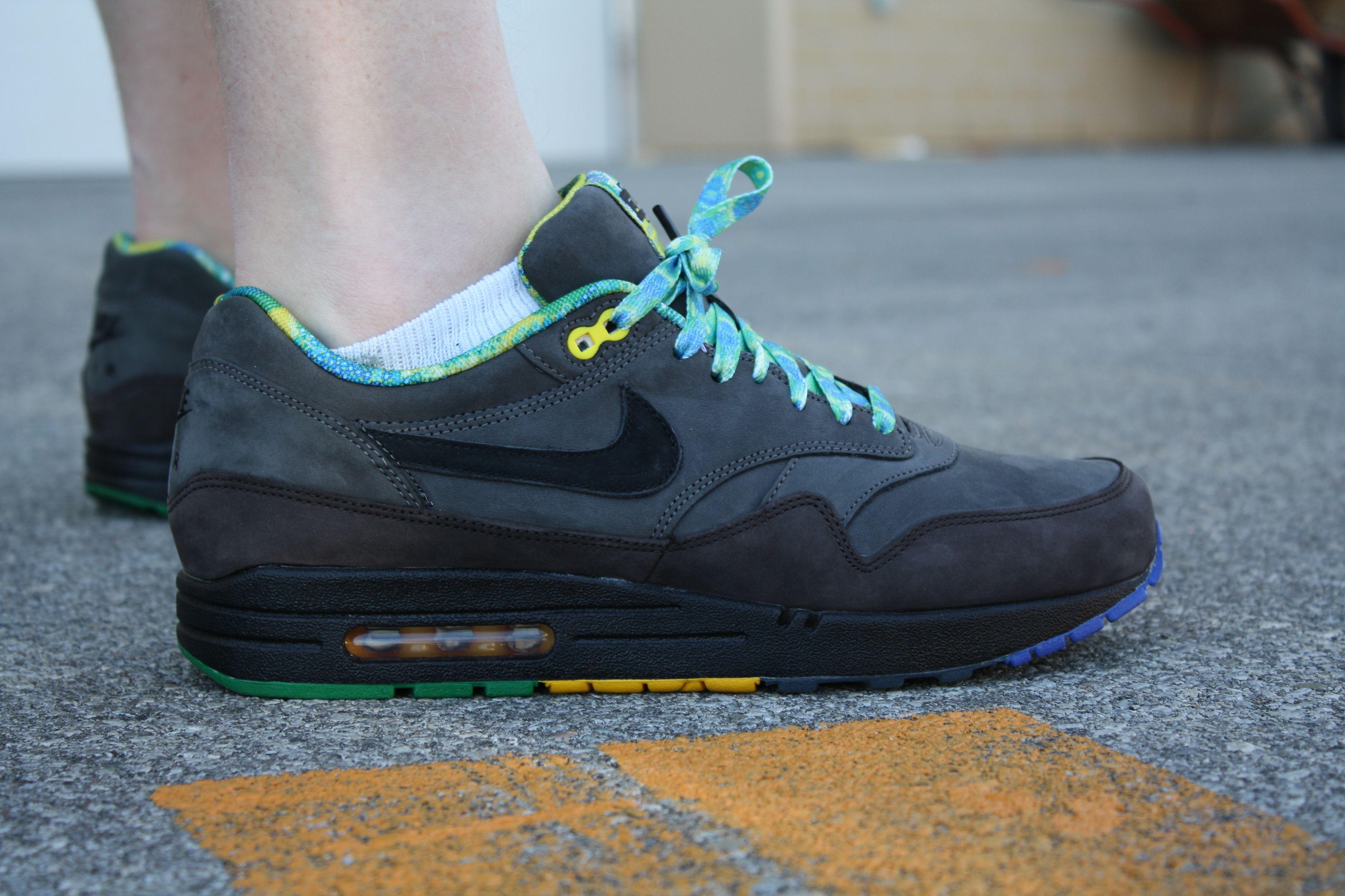 d28dd00734af Nike Black History Month AM1s