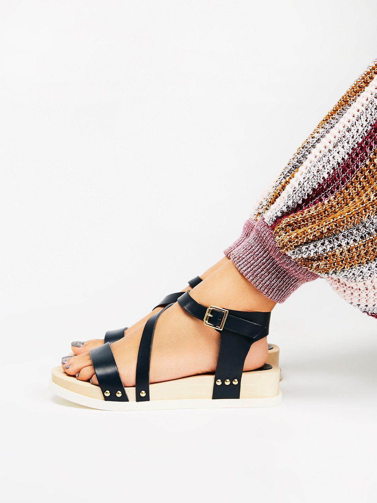 d71a09a4bc99f Sundown Flatform Sandal