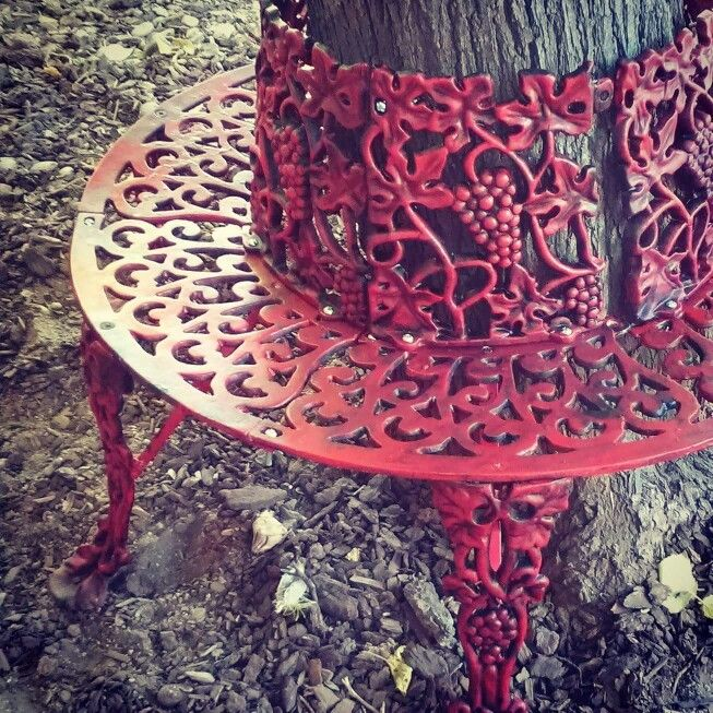 Heavy Cast Iron Grape Leaf Vintage Tree Bench In Red Tree Bench