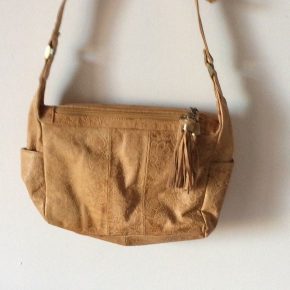 Closet Closing Make Me A Reasonable Offer Very Nice Leather Ecru Colored Crossbody Bag