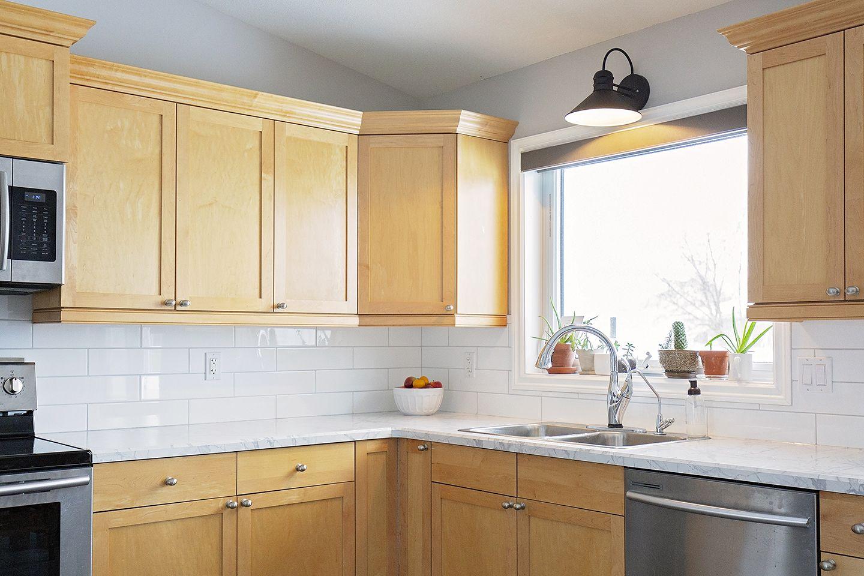 Lf Photography In Words Home In 2020 Kitchen Cabinets And Countertops Maple Kitchen Cabinets Maple Cabinets Backsplash