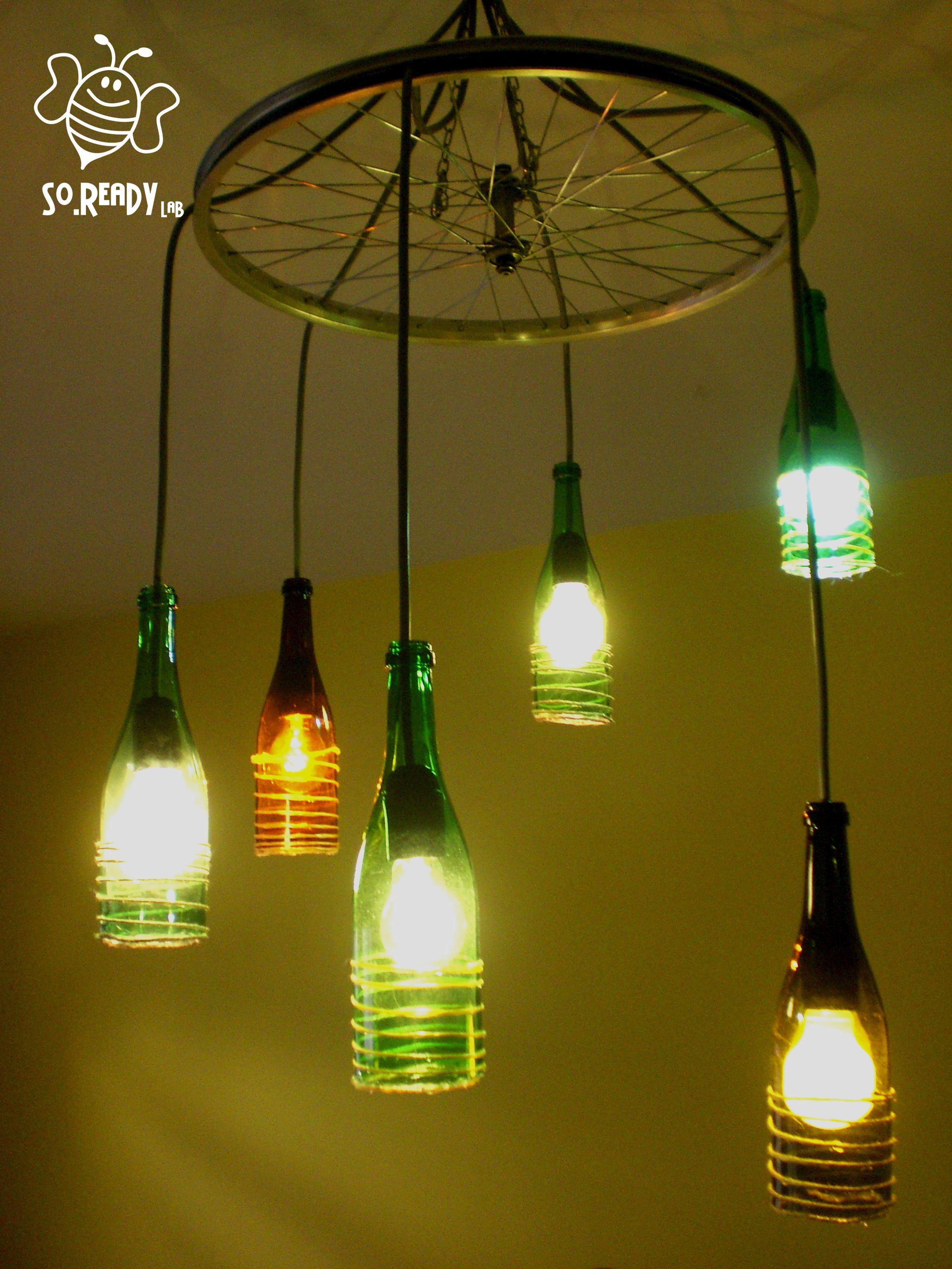 Lampadario con bottiglie riciclate. lampadario recycle
