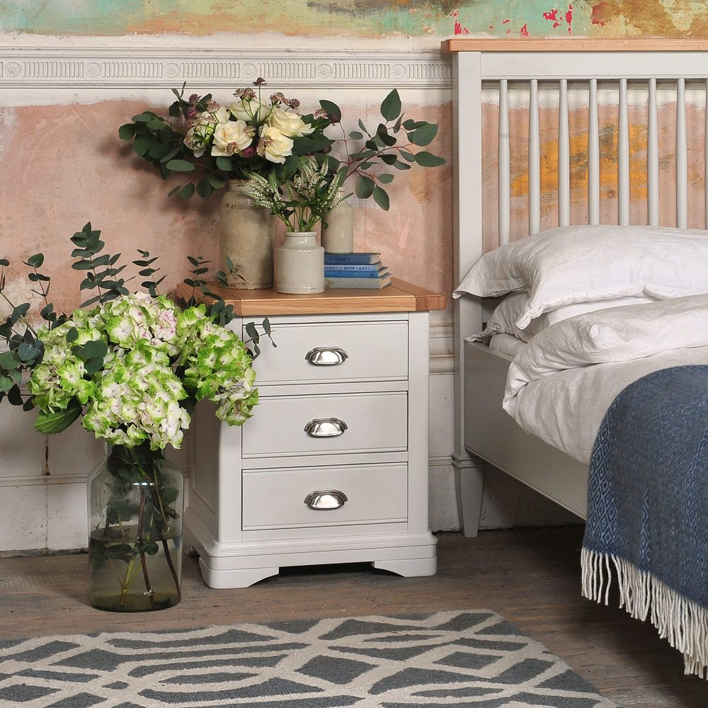 Best Beautiful Bedside Tables The Cotswold Company Country 400 x 300
