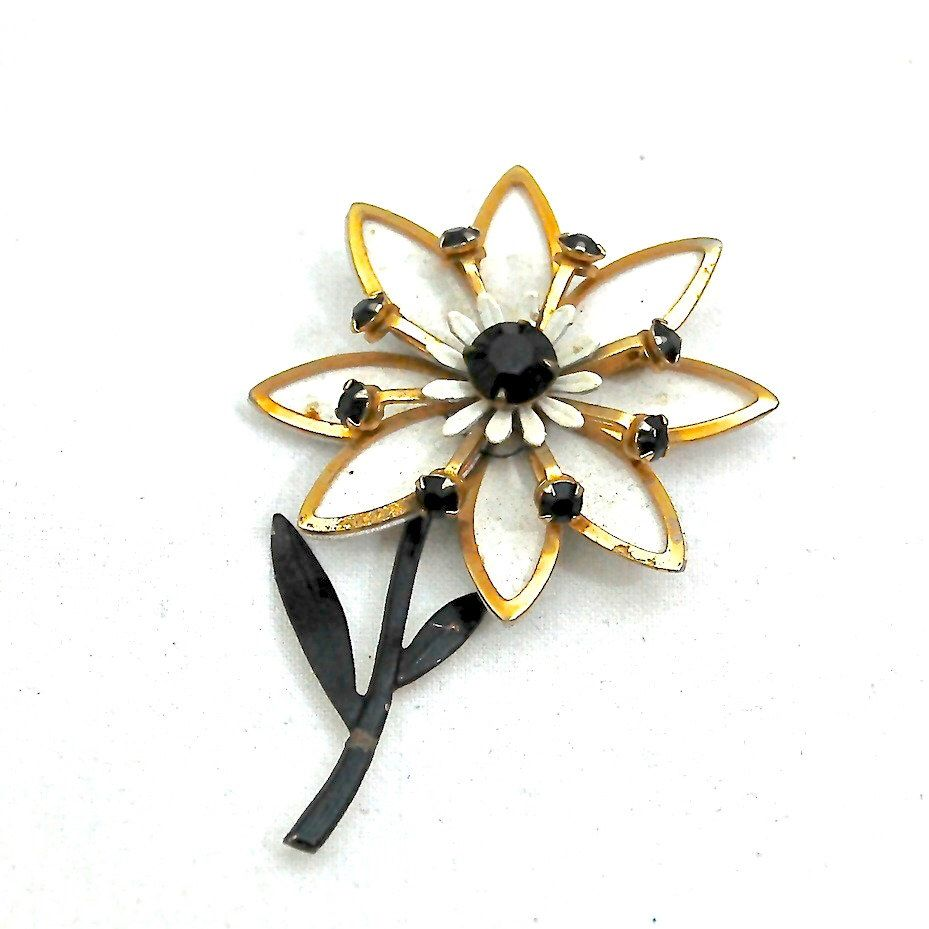 MidCentury Vintage Costume Jewellery - Enamel Starburst Flower Brooch by LeGrenierLondon on Etsy https://www.etsy.com/listing/257495424/midcentury-vintage-costume-jewellery