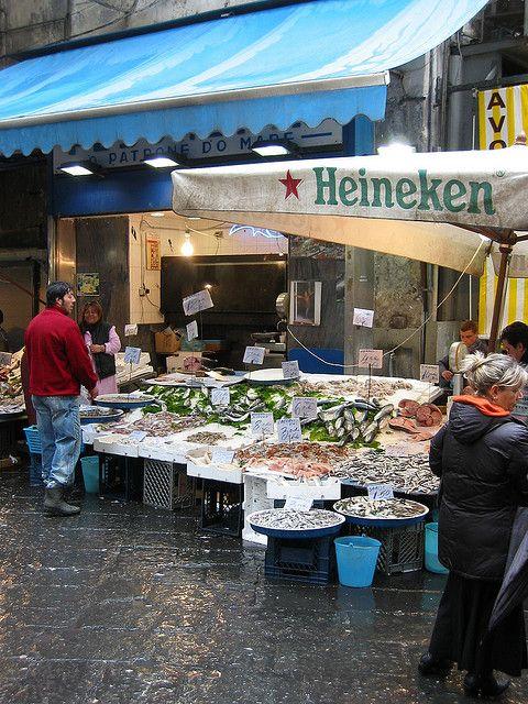 Mercado en la calle Napoles, #Italia