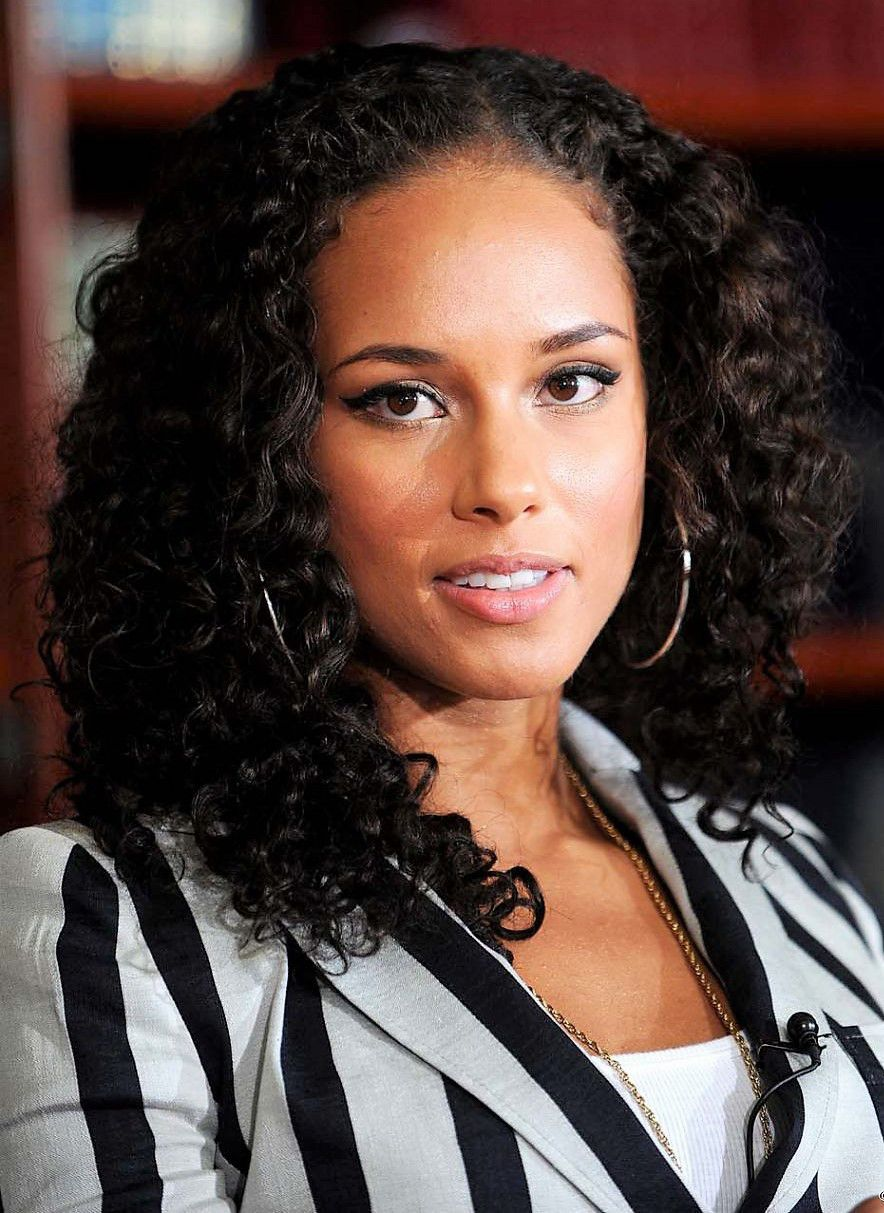 Top 5 Alicia Keys Hairstyles To Try Today Famous Beautiful Celebrity Women With Naturall Alicia Keys Hairstyles Curly Hair Styles Curly Hair Styles Naturally
