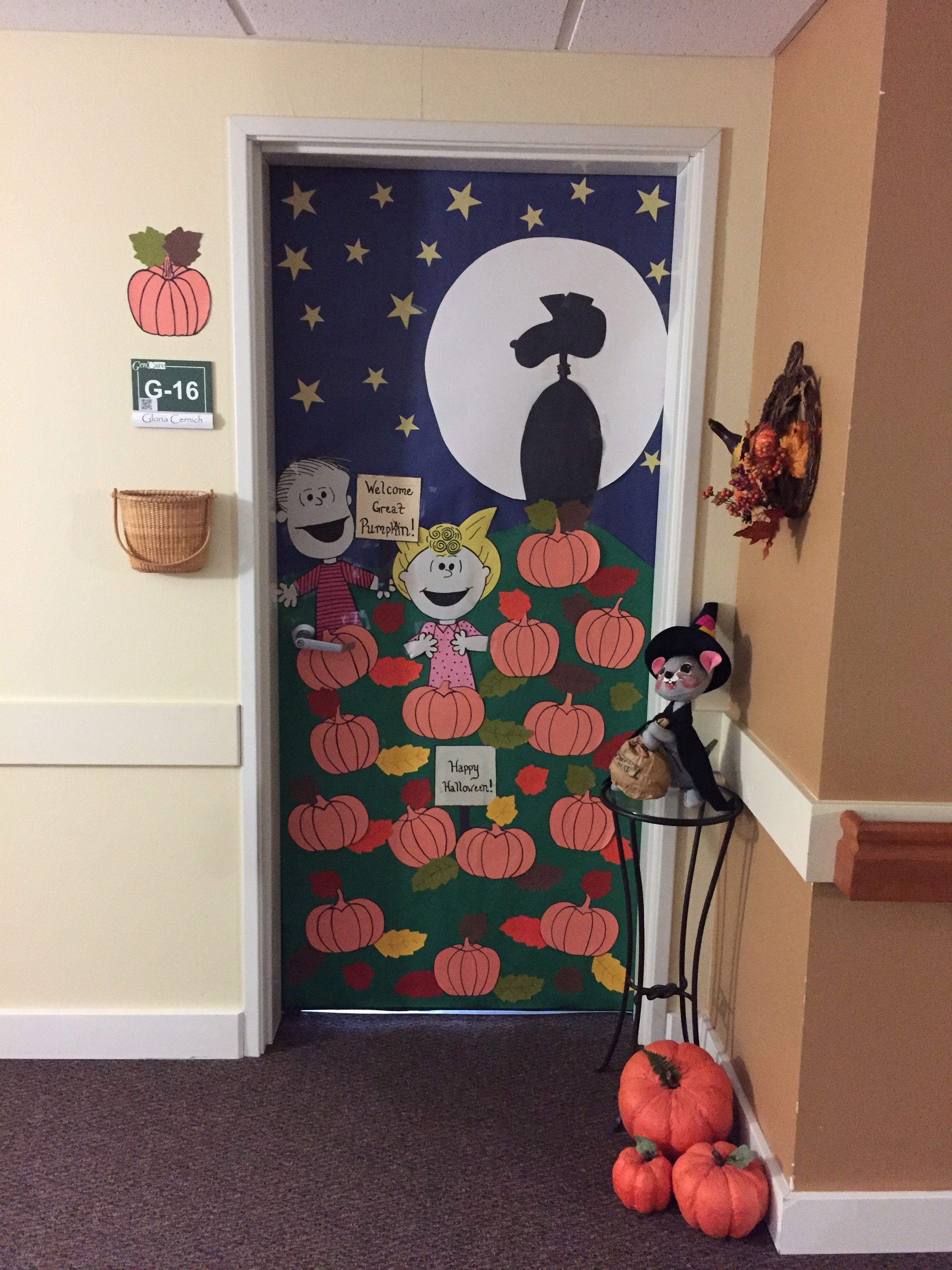 Exterior: DIY Peanuts Great Pumpkin For Halloween Door Decoration