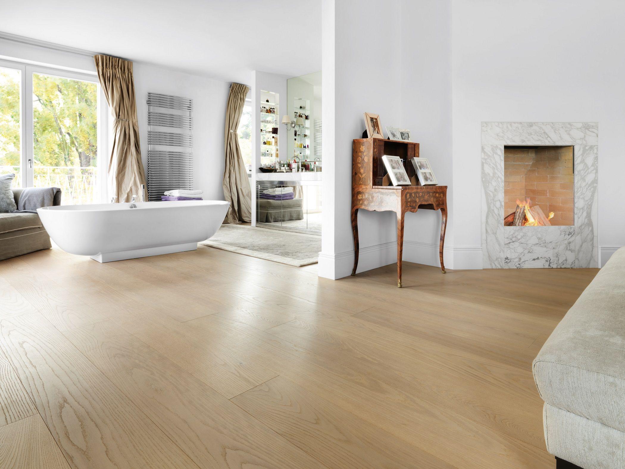 OAK Clear Wide-Plank, brushed, white oil I Bathroom I natural wood floors I mafi.com