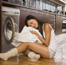 8 reasons to wash clothes in vinegar.