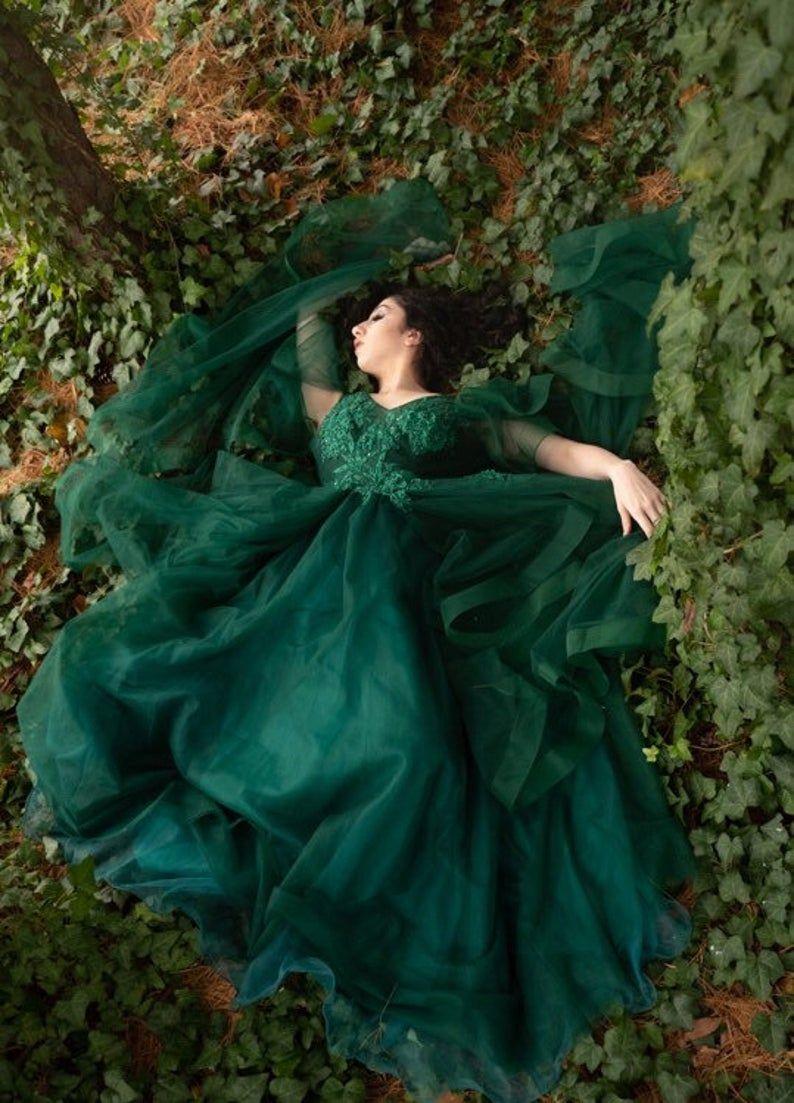 Fae Queen Emerald Ballgown Etsy Ball Gowns Fantasy Castle Dress Ball Gowns [ 1103 x 794 Pixel ]