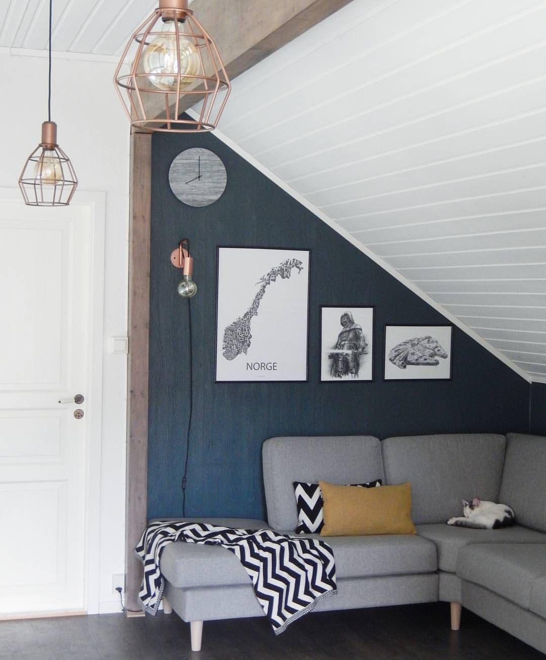 """Når kona får en """"lur idé"""" og mannen et nytt maleroppdrag: Fargen Oslo fra Jotun har kommet på veggene i TV-stuen   _______________________________________  #interior #interiør #Jotun #oslo #nordiskehjem #nordiskstil #skandinaviskehem #skandinaviskehjem #designbyodd #starwars #interior9508 #interior444 #interior_and_living #instahome #lovehomeinterior"""