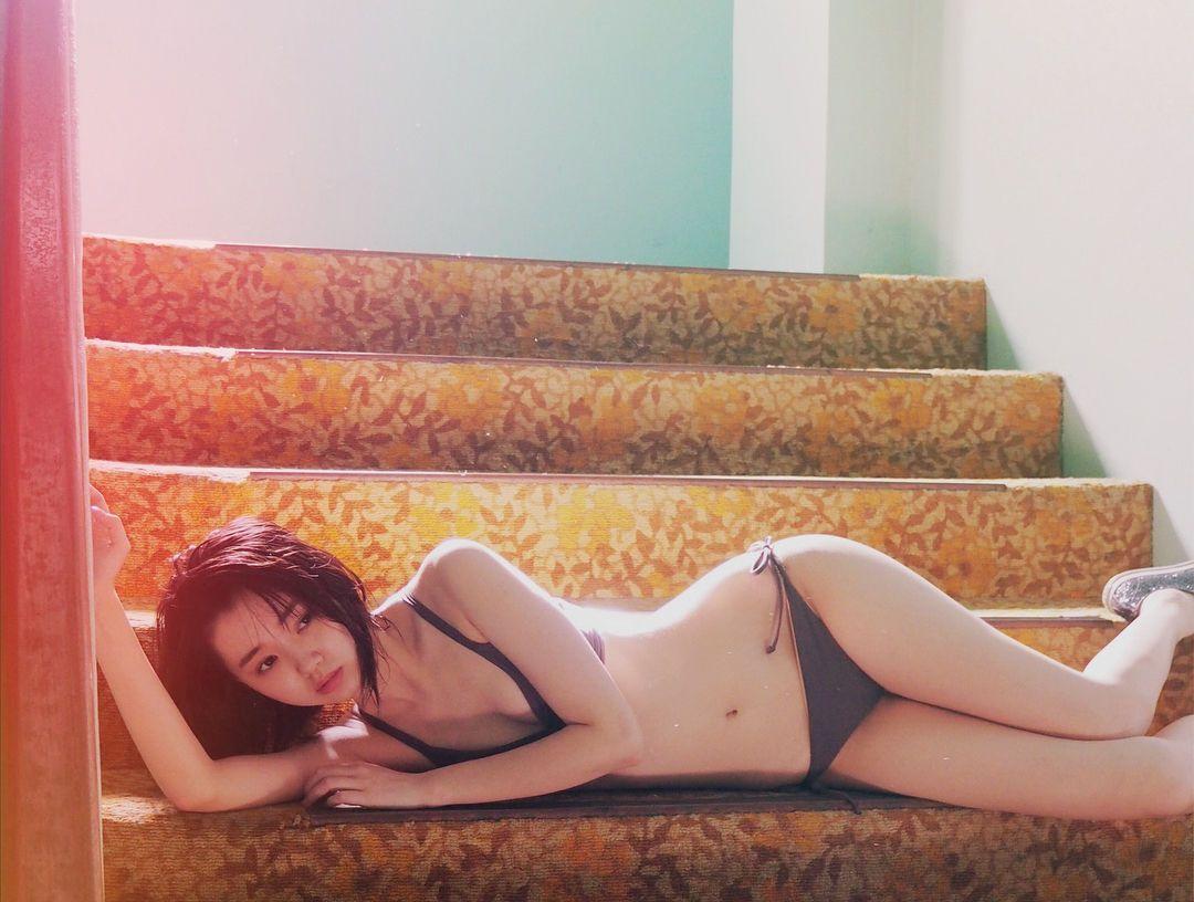 江野沢愛美さんのランジェリー姿