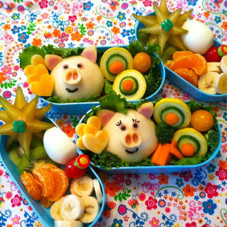Joaca în bucătărie vă aduce împreună. Profitați de momentele petrecute în bucătărie și găsiți ceva amuzant de făcut împreună cu copiii. Cel mai simplu este să vă jucați cu mâncarea, să decorați preparatele și să le modificați cât de amuzant doriți. Distracție plăcută!!!