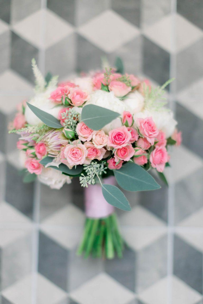 Jakie Kwiaty Sa Najlepsze Na Letni Slub Floral Floral Wreath Wreaths