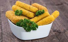 Patates köftesi olarak da bilinen patates kroket tarifi ketçap ve mayonezin en iyi eşlikçilerinden, davetlerinizde hafif bir başlangıç alternatifi olabilir.
