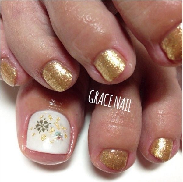 27 holiday fun designs for christmas toe nails toe nails 27 holiday fun designs for christmas toe nails prinsesfo Image collections