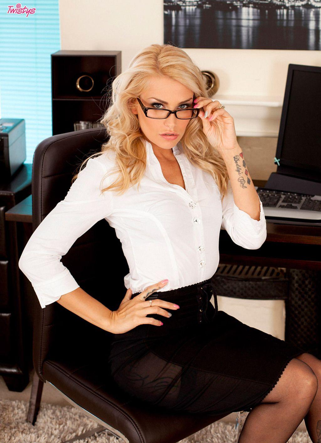 фото красивых девушек блондинок в офисе это