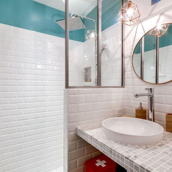 Am nager une petite moyenne salle de bain 20 photos salle de bain pinterest salle - Amenager une salle de bain en longueur ...