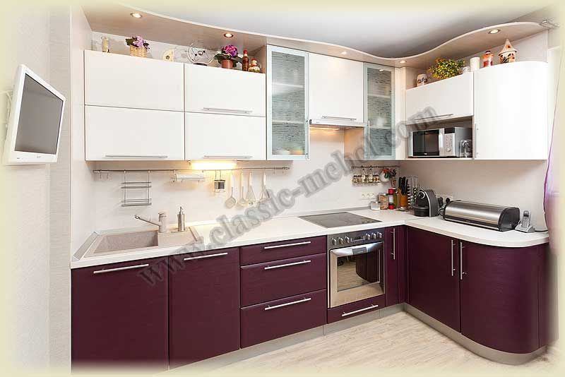 Кухня с микроволновкой с гнутыми фасадами