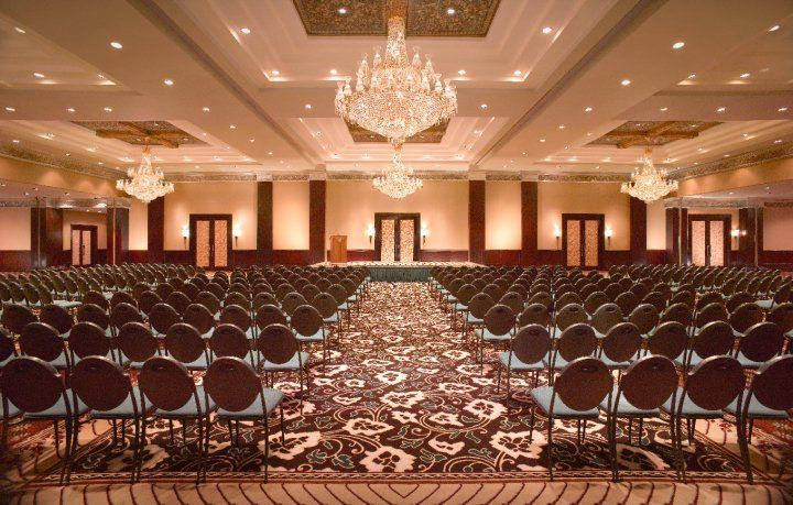 Theater Style Seating Is An Arrangement Of Chairs In Rows Or Arcs That All Face The Same Point In The Room There Theatre Style Seating Meeting Room Room Setup