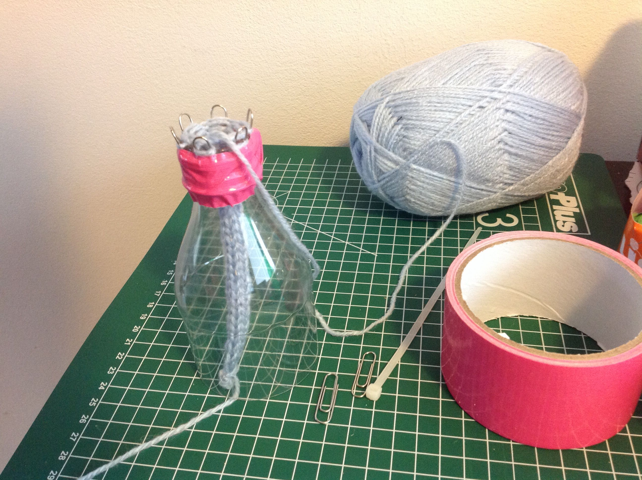 French Knitting Spool : Diy french knitting spool from paperclips and soft drink