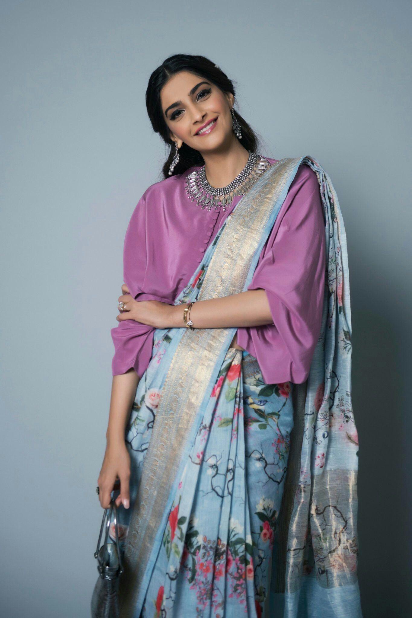 2b5bf9c0fc44e Saree Wearing Styles, Saree Styles, Sonam Kapoor Wedding, Veere Di Wedding,  Trendy