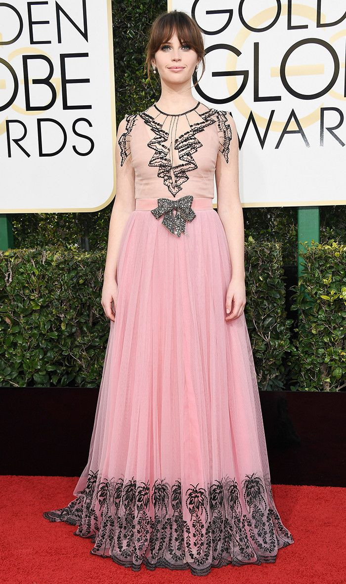Golden Globes 2017 WHO: Felicity Jones WEAR: Gucci nude-and-pink ...