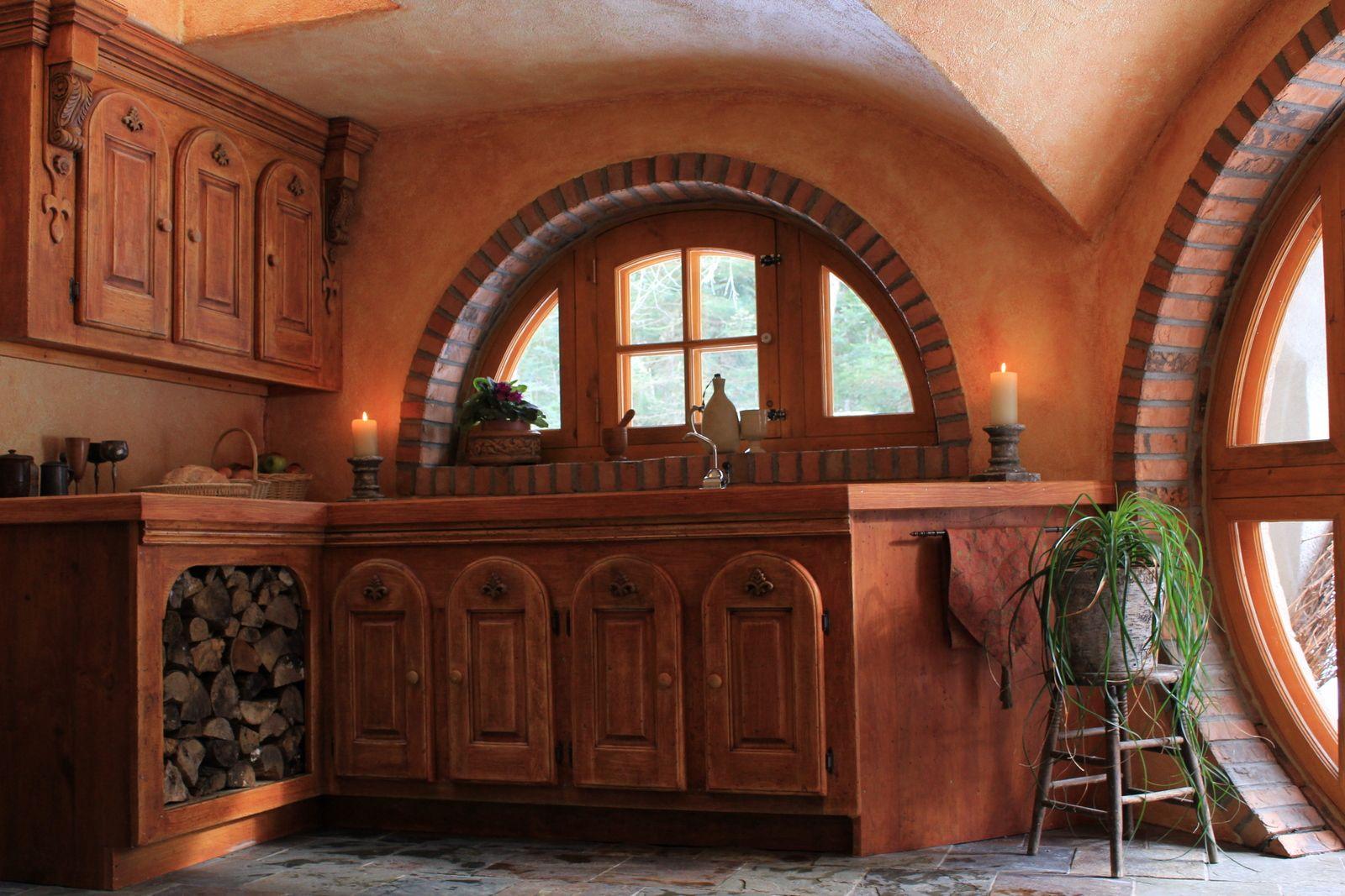 hobbit kitchen - i want one!   hobbit house, fairytale house