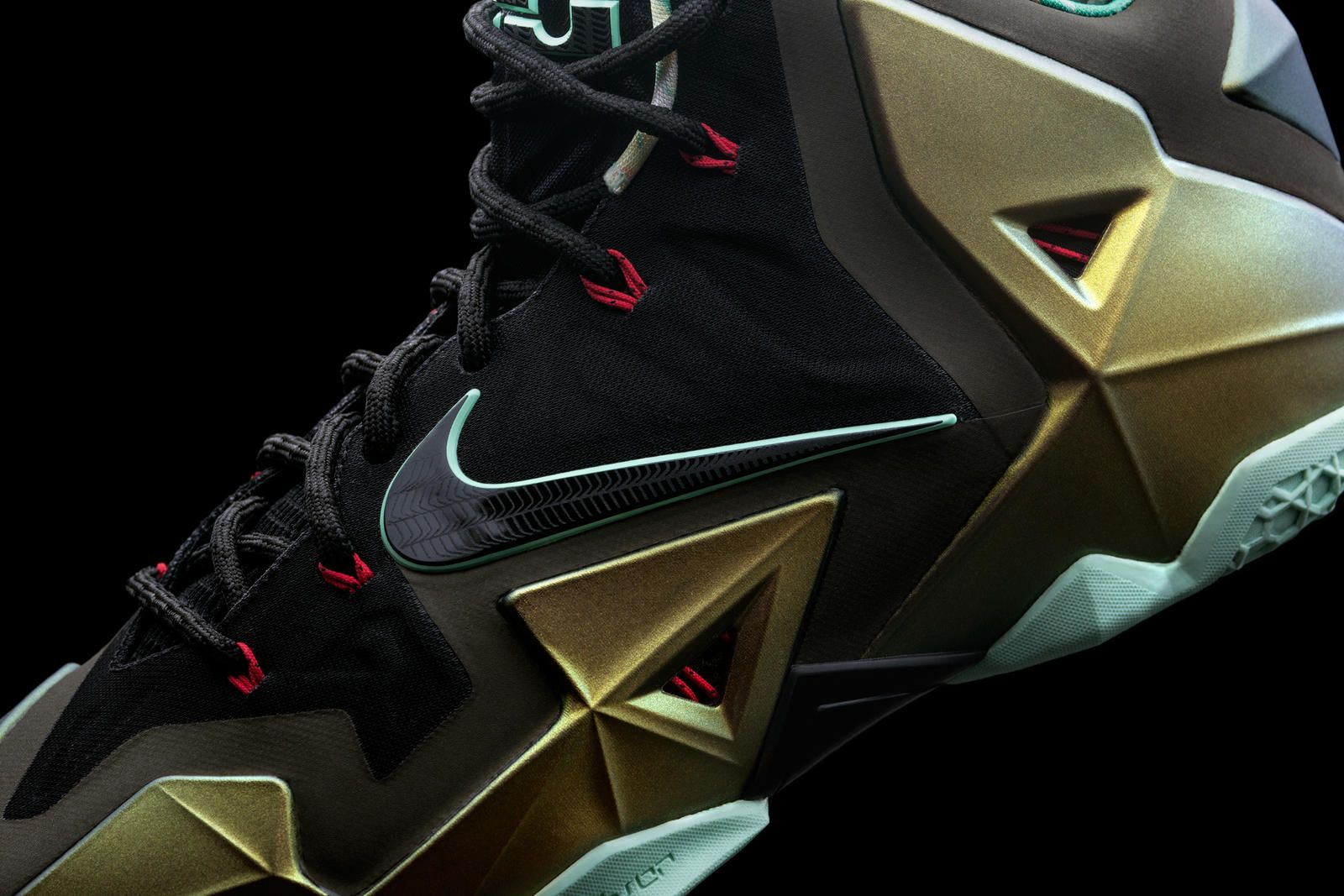 b8b059ed3258c Nike News - LEBRON 11 Provides a Protective Suit for LeBron James s  Powerful Precision
