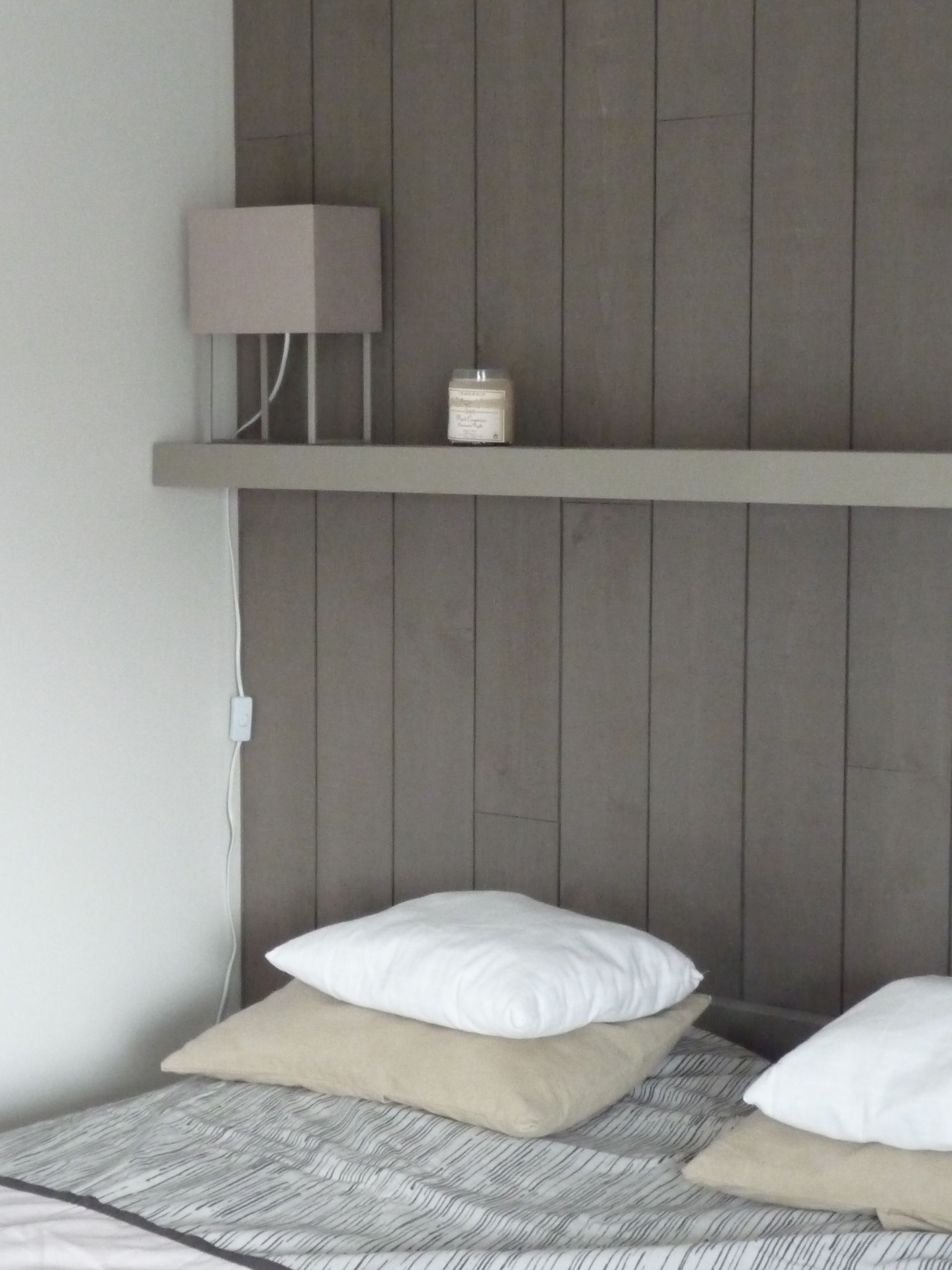 finition > lambris vertical peint | Chambre lambris | Pinterest ...