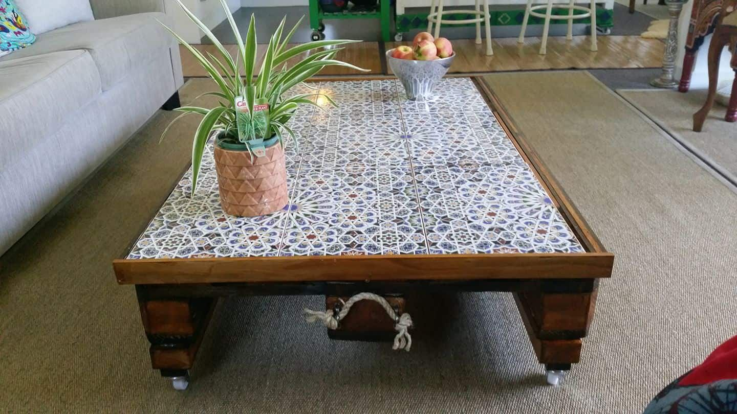 Moroccan Inspired Pallet Coffee Table 1001 Pallets Tiled Coffee Table Coffee Table Design Diy Coffee Table [ 810 x 1440 Pixel ]