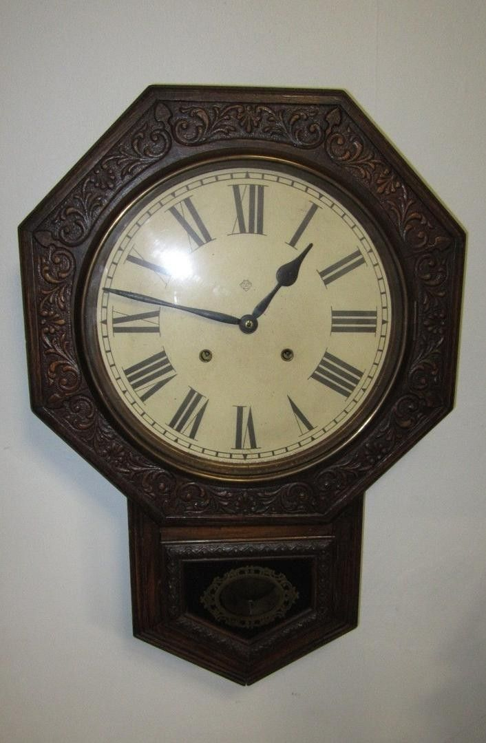 UP FOR AUCTION IS: * VINTAGE ANSONIA CLOCK CO. WALL CLOCK * . GOOD CONDITION. USED. DOES NOT WORK. NEEDS SOME REPAIR. IT TURNS ON BUT SHUTS OFF WITHIN SECONDS OF IT RUNNING. BEING SOLD AS FOUND. THE D