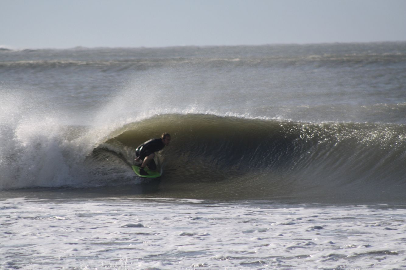 Drop Knee Barrel In The Outer Banks Photo By Gw33to Staystoked Capehatterasnps Northcarolina Thesurfshare East Coast North America Coast