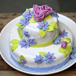 #Pastel con #fondant para dar la bienvenida a la #primavera. ¡Vivan las #flores! by @FoodEpix