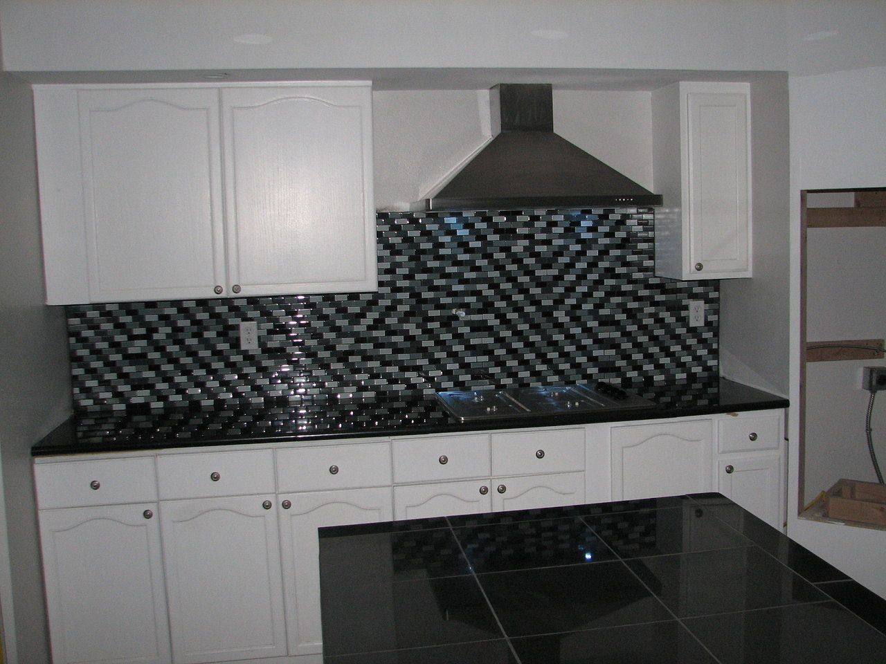 Granite Tile For Kitchen Countertops Kitchen Countertops Finished With Absolute Black Lazy Granite