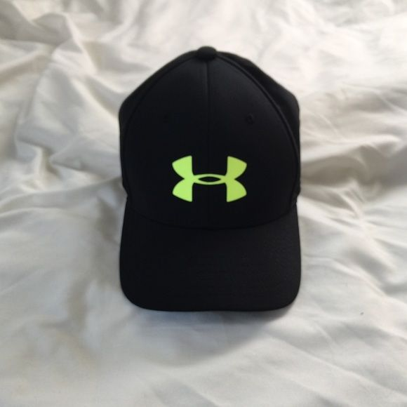 638800afb61 Under armour hat women s Youth size can fit a women s Under Armour  Accessories Hats