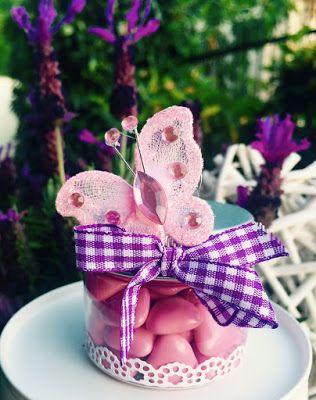 Bomboniere per eventi unici...create a mano: Un battesimo con farfalle colorate...