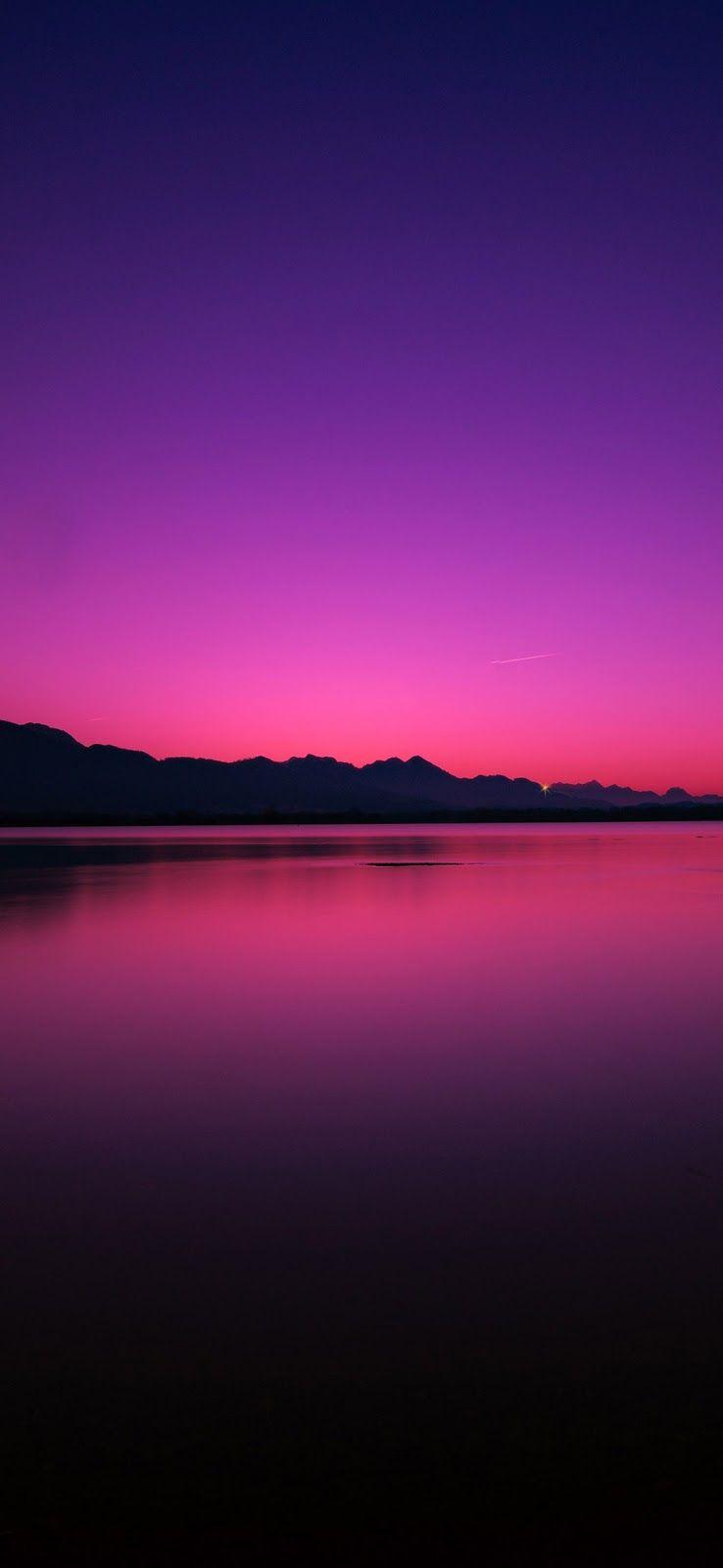 خلفيات ايفون انعكاس شفق الغروب فوق مياه البحيرة الهادئة Landscape Photography Nature Landscape Photography Sky Aesthetic