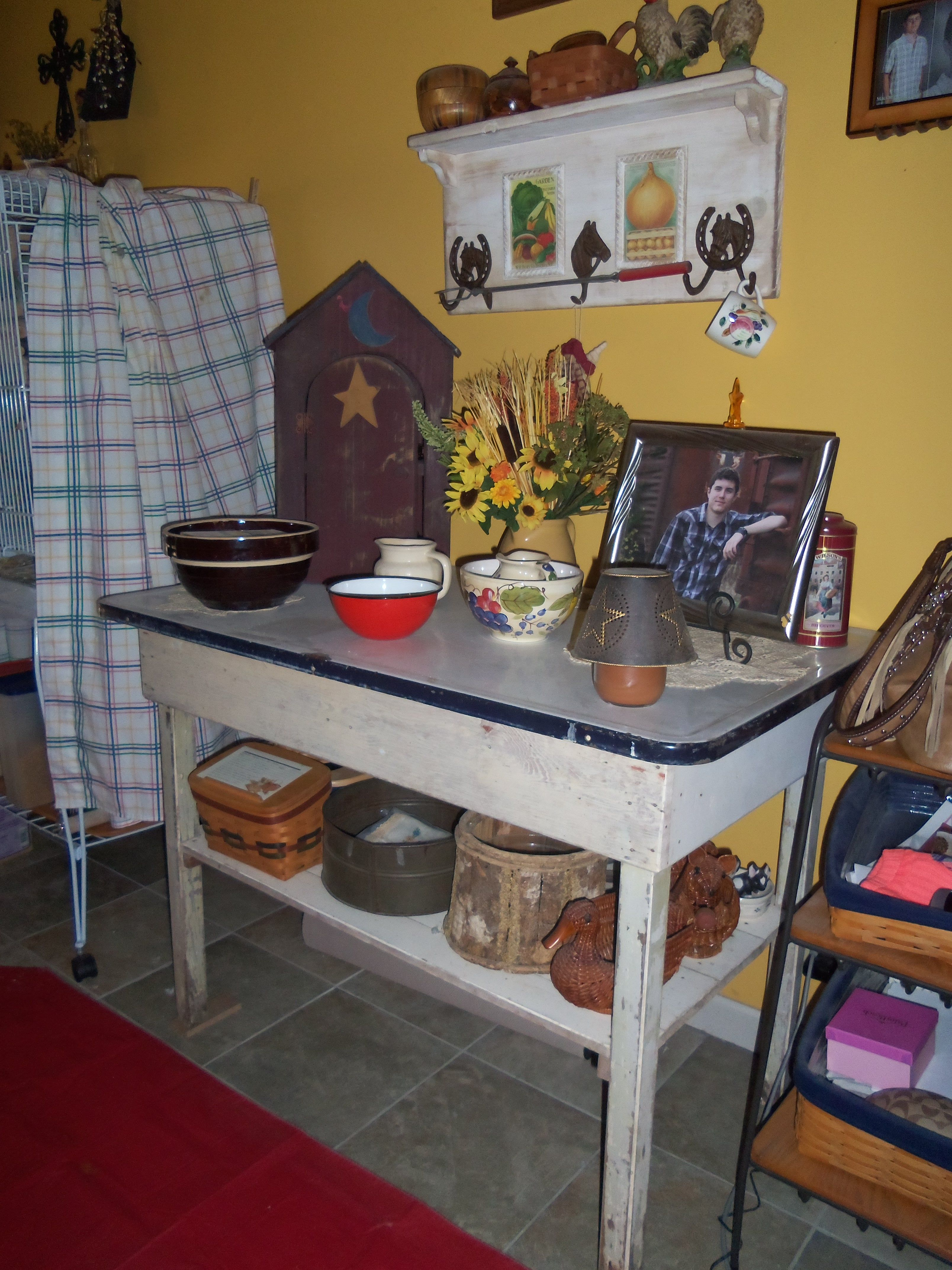 old enamel top table old decor on it old country items rh pinterest com 1950 Enamel Tables Tin Top Kitchen Table