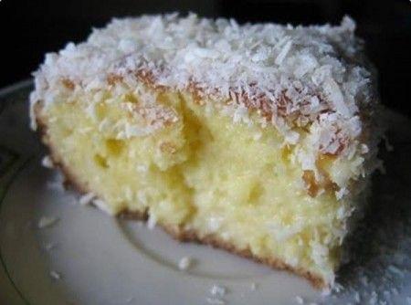 Receita de Bolo Gelado de Fanta - bolo ainda quente faça furos nele todo com um garfo e despeje a leite moça o leite de coco e por cima o coco ralado.  Esper...